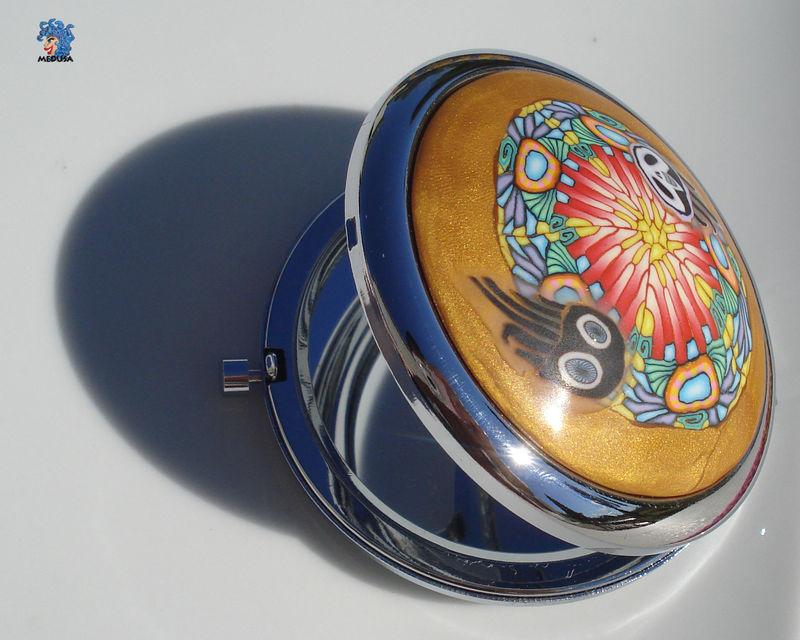 Miroir de sac motif coeur de paon 1567 la m duse du fium for Miroir st antoine